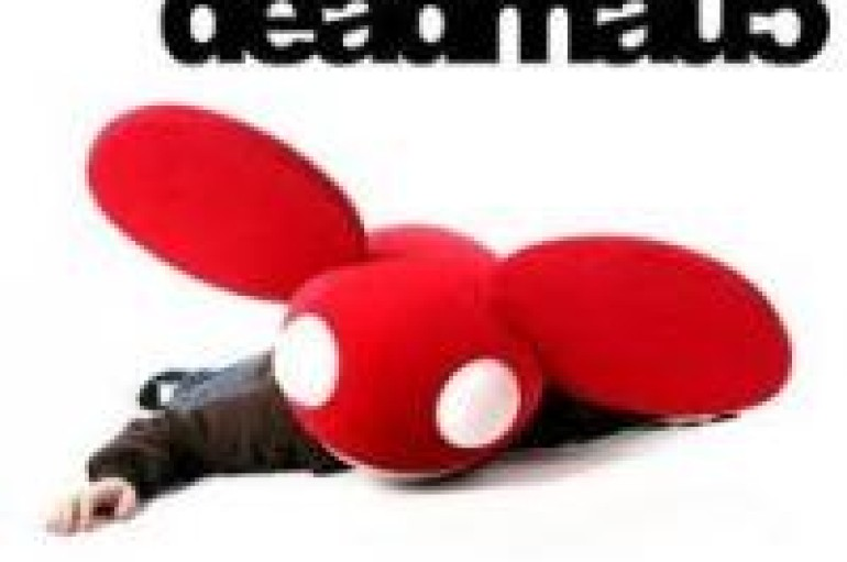 DJ DEADMAU5 COLLAPSES DURING CONCERT