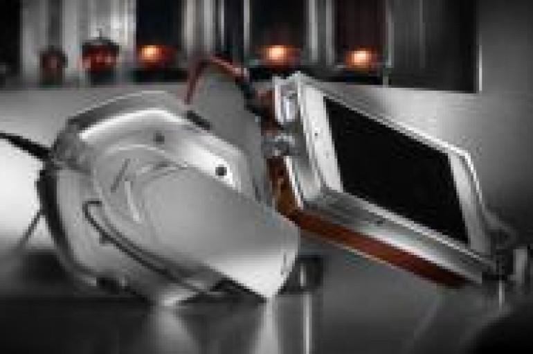 V-MODA Invents VAMP VERZA & METALLO – World's First Hi-Fi Amplifier, DAC, Battery & Docking Metal Case
